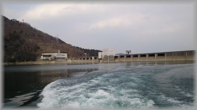 遊覧船からの宮ヶ瀬ダム